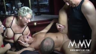 Orgie in un pub con Gina Blonde