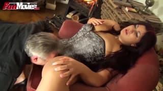 Cora Kitty si fa leccare il clitoride !