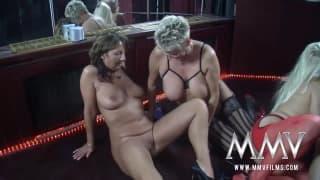 Gina Blonde scopata da alcune amiche