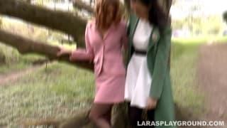 Lara ama toccare e leccare le altr fighe