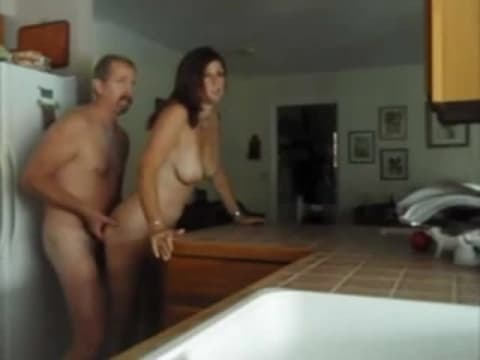 Mamma calda in cucina porno