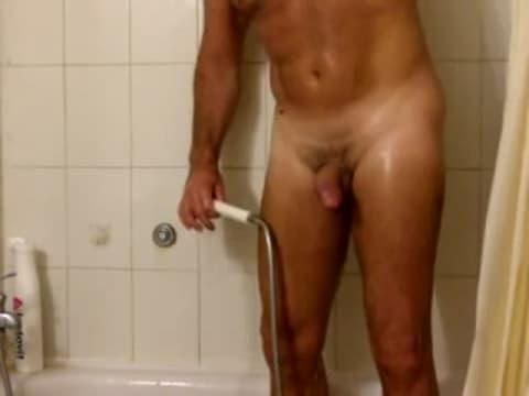 Trio in doccia porno
