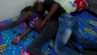 Due lesbiche nere che si divertono