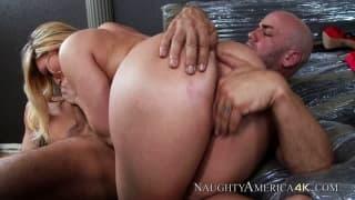 Un porno 4K con Aj Applegate che scopa