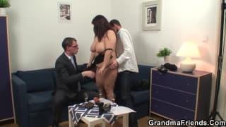 Due cazzi per penetrare una donna grassa
