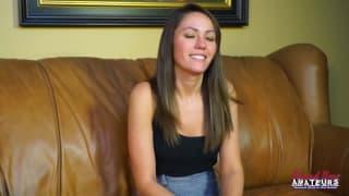 Zoey si masturba a un casting porno