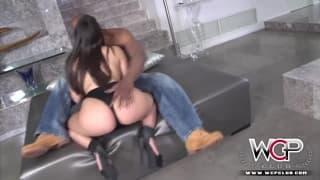 Valentina Nappi si fa scopare da un nero