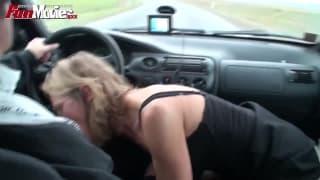 Marga si tocca prima di succhiarglielo