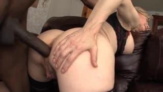 Nina Hartley inculata da un cazzo nero