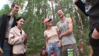 Due belle troiette per orgia in camping