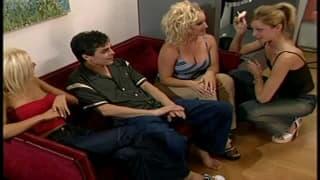video porno con puttane due donne con un uomo