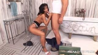 Black Angelika scopa con l'idraulico
