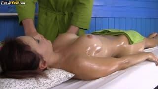 Un bel massaggio per Olivia