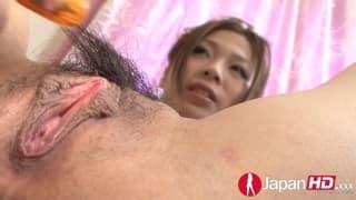 La calda figa pelosa di questa giapponese