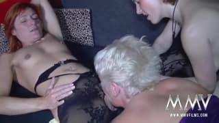 Donna matura che si fa leccare la figa