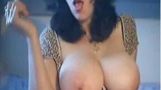 Grandi tette di una mora che si masturba