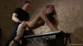 Cayenne Klein una bionda sodomizzata