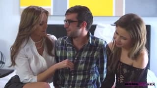 Trio sexy con Julian Ann e due giovani
