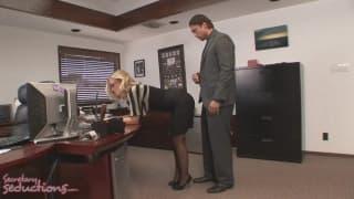 Une segretaria super sexy e porca