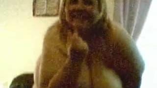 Grassa matura si esibisce in webcam