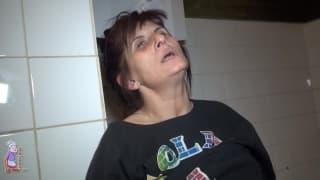 Vlasta è una donna matura che si masturba