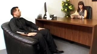 Carrie Ann è una manager arrapata
