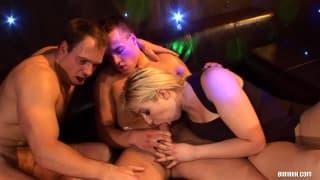 Una grande orgia con dei bisessuali