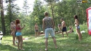 Un'orgia di studenti nel bosco