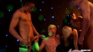 Una scena di orgia con molta azione