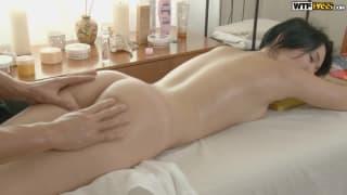 Un massaggio dentro la sua figa