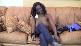 Jasmine è una nera molto arrapante