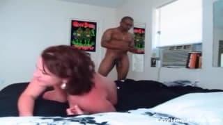 Giovane troietta che adora il cazzo nero