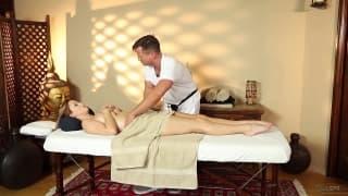 Karlie Montana per un massaggio sensuale