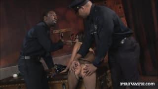 Michelle Avanti scopata da due uomini