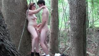 Una troietta che vibra nel bosco!