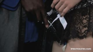 Sasha Grey si fa dominare da due uomini