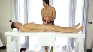 Karlee Grey succhia durante un massaggio