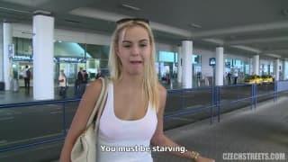 Una bionda conosciuta in aeroporto