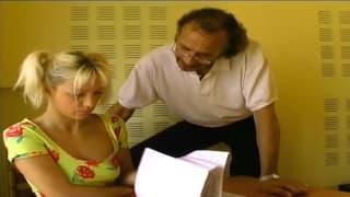 Una giovane che scopa il suo prof