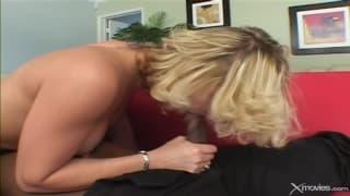 Lei adora godere con un grosso cazzo nero