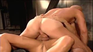 Un video gay con una doppia penetrazione