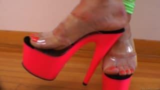 Alison e Roxy amano leccarsi i piedi