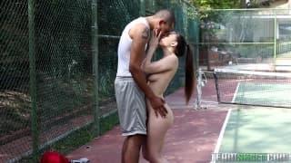 Alexis Rodriguez succhia un cazzo nero