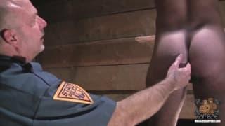 Due poliziotti arrapati che si scopano