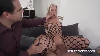 Una bionda in lingerie super sexy