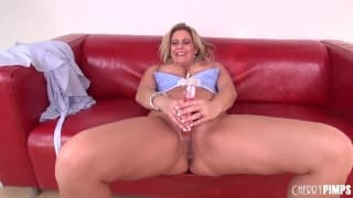 Phyllisha Anne che oggi si masturba