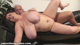 Donna grassa scopa con un grande cazzo