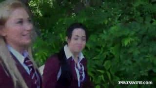 Due studentesse nel bosco a scopare