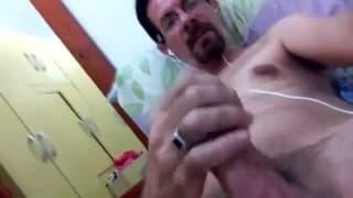 Un dilf per un video amateur di sega