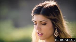 Araba molto sexy transa con un nero